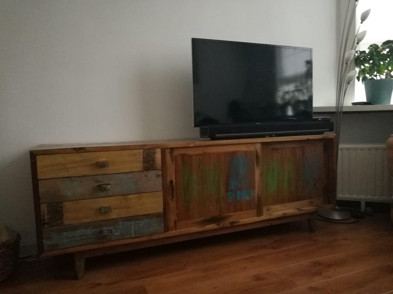 origineel dressoir van gekleurd sloophout