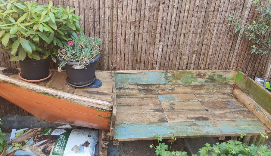 houten bankje schuren en lakken